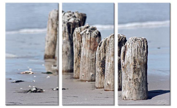 Canvas drieluik schilderij meerpalen strand.