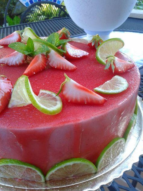 vaniglia e cioccolato: Bavarese alle fragole con cuore di panna cotta al lime e sfere di gelè fragola e zenzero, per due anni di blog!