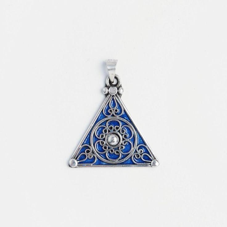 Amuletă simbolul feminintății, argint și email albastru, Maroc  #metaphora #morocco #silverjewellery #silverjewelry #pendant  #enamel #amulet