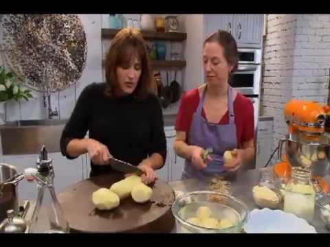 ▶ Katie Brown Workshop - Roasted Garlic Mashed Potatoes Recipe - YouTube