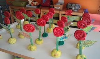 P3-Roses amb cargols de plastilina vermella