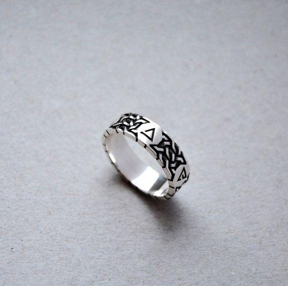 Aard Sign Ring (5 Zeichen) Mark2  Das Aard-Zeichen ist ein einfachen magische Zeichen von Hexern verwendet. Es besteht aus eine telekinetische Schubkraft, die betäuben, abstoßen können, niederzuschlagen oder Gegner zu entwaffnen, sowie Hindernisse und andere Objekte zu entfernen.