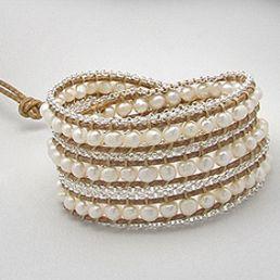 Bijuterie cu perle albe ce poate fi purtata drept colier, bratara sau curea. http://www.argintarie.ro/Colier-bratara-curea-cu-perle-mici-p-17093-c-377-p.html