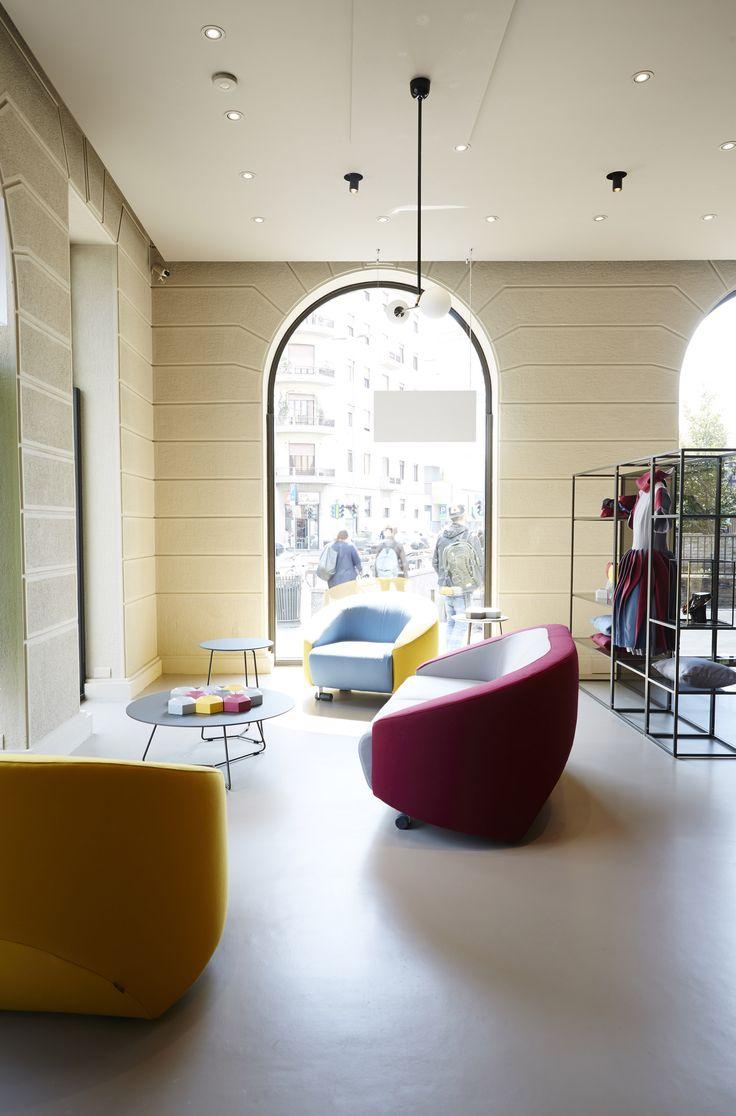 #sofa #livingroom #design #armchair #milan #ditreitalia #flagship #joecolombo