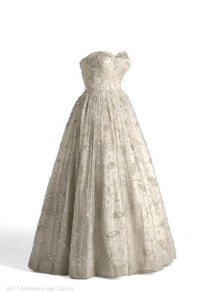 Balenciaga evening dress, 1955From the Museo del Traje  Could very well serve as a beautiful Wedding Day Dress!!!