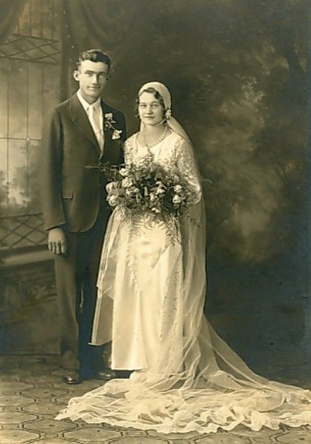 844 best vintage wedding pics images on pinterest for Vintage wedding dresses houston
