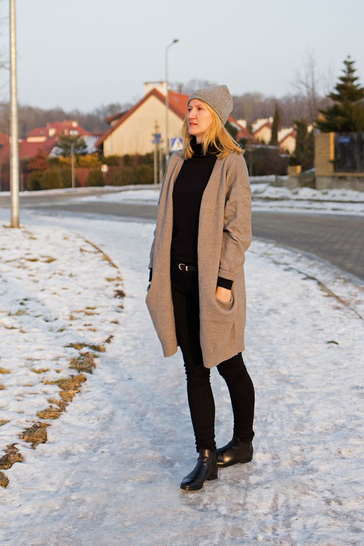 Oversized sweater plus black jeans. OOTD, winter outfit, casual style