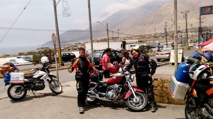 En Tocopilla nos encontramos con un viejito viajando en su Renegade desde Santiago hasta Arica