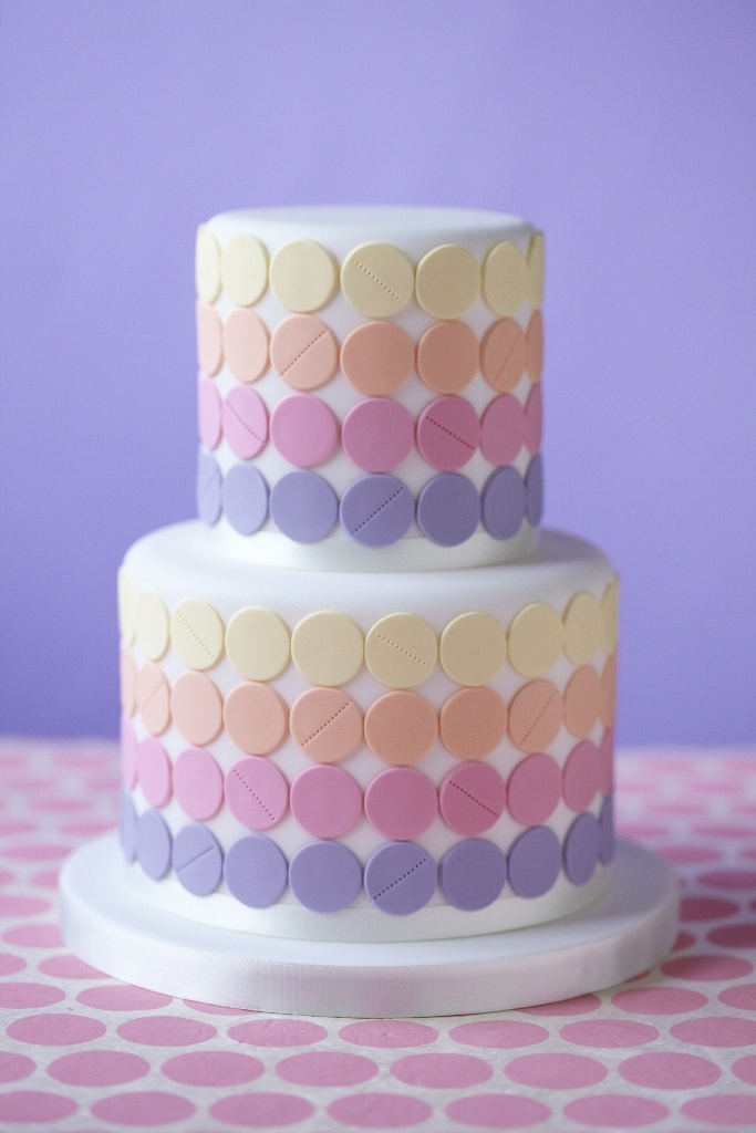 Cake Decorating Dots : 224 best Cakes images on Pinterest Biscuits, Kitchen and ...