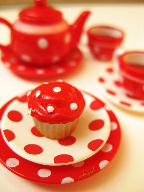 red and WhiteWhite Cupcakes, Red Teas, Polka Dots, Dots Teas, Polka Dotfliegenpilz, Dots Red, The Dots, Teas Parties, Dots Dishes