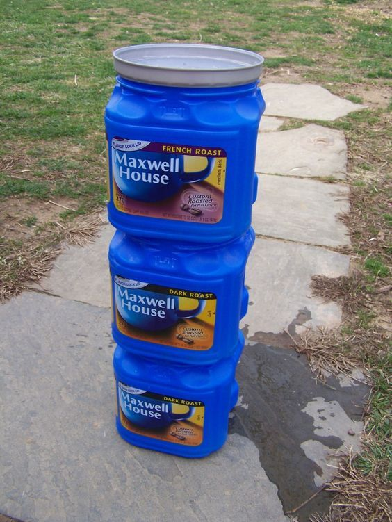 Make a simple, inexpensive flow-through indoor worm composter using coffee cans.In this tiny coffee can, my worms made more than enough castings to mix up over 15 gallons of tea!