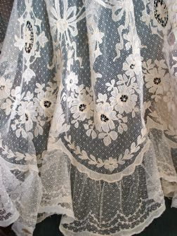 RIDEAU en CORNELY TULLE REBRODE APPLICATIONS DE FLEURS (lace curtain panel?)