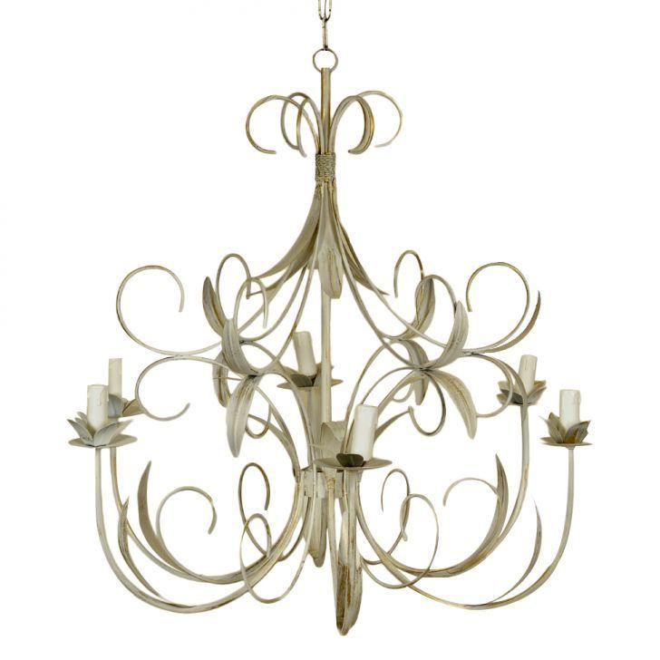 Lustre Paris inspirada no estilo clássico com referências contemporâneas, esta peça possui base estruturada em ferro, que leva charme e sofisticação para qualquer espaço. Contém 06 braços com soquetes para lâmpadas tipo E-14.