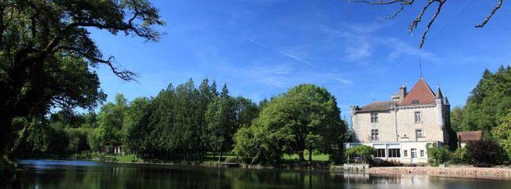 Idées vacances.  Camping familliale avec animations, endroit paisible.  Piscine, resto gastro, club enfants, piscine.