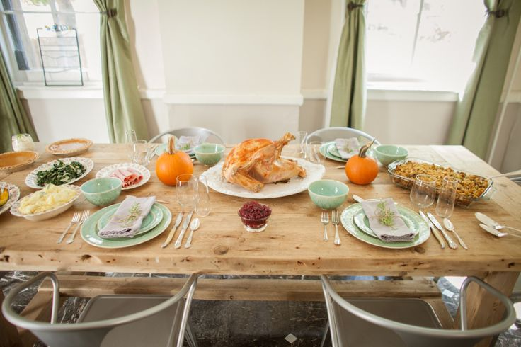 Thanksgiving Day countdown. Tips for what to do when to make it easier to skip the Thanksgiving frenzy and relax and enjoy the feast with family and friends.