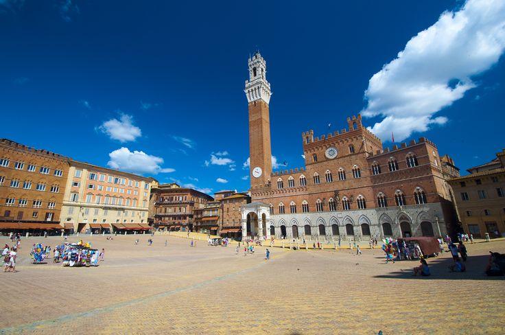 Siena, Piazza del Campo #Siena #Italy #Piazzadelcampo #pickoftheday #amazingcity #wonderfulplaces