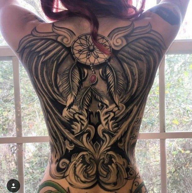Frau tattoo motive rücken Tattoos für
