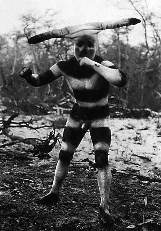 Halaháches (Kótaix para los hombres). personificado en el Hain de 1923. Fotografía de Martín Gusinde.