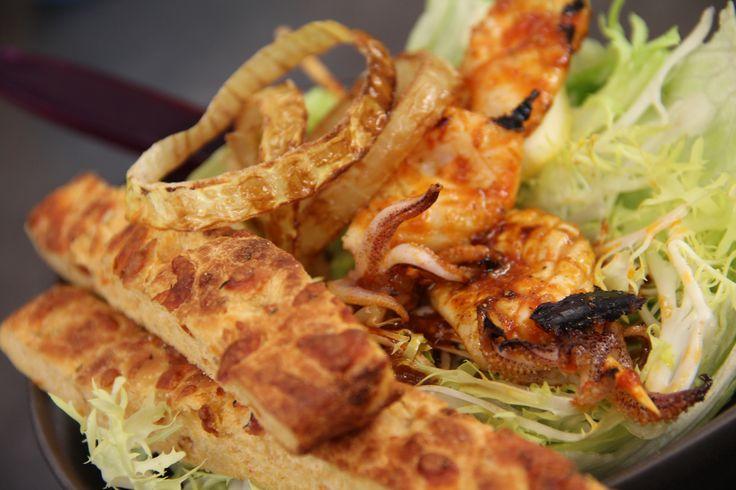 Salade geroosterde inktvis - Recept: http://www.koffietijd.nl/recept/salade-geroosterde-inktvis/