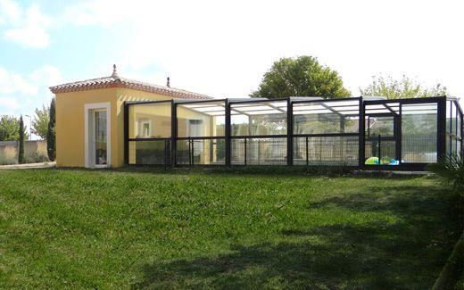 Abri de piscine de fabrication française et conception sur-mesure #abri #piscine #haut