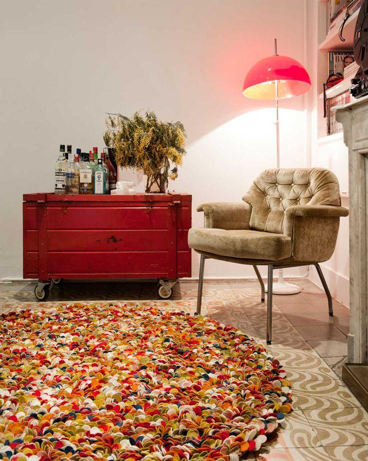 Tæppet komplimentere de fleste rum, såsom soveværelset, stuen m.m. på grund af dets behaglige materiale og farver. Sukhi.dk #Bolig #Hjem #Indretning #Skandinavien #Farver