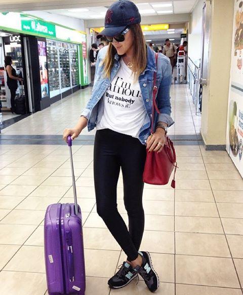 "Meu ""uniforme conforto"" para viajar: legging, tênis, tshirt, jaqueta jeans! ❤️✈️"
