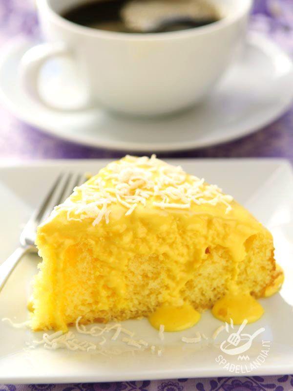 La Torta al limone e cocco senza glutine è un dessert delicato che ha un sapore e un profumo irresistibili. Fresca e morbidissima, piacerà a tutti!