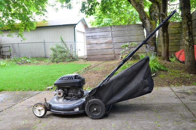 How to Repair a Murray Lawn Mower