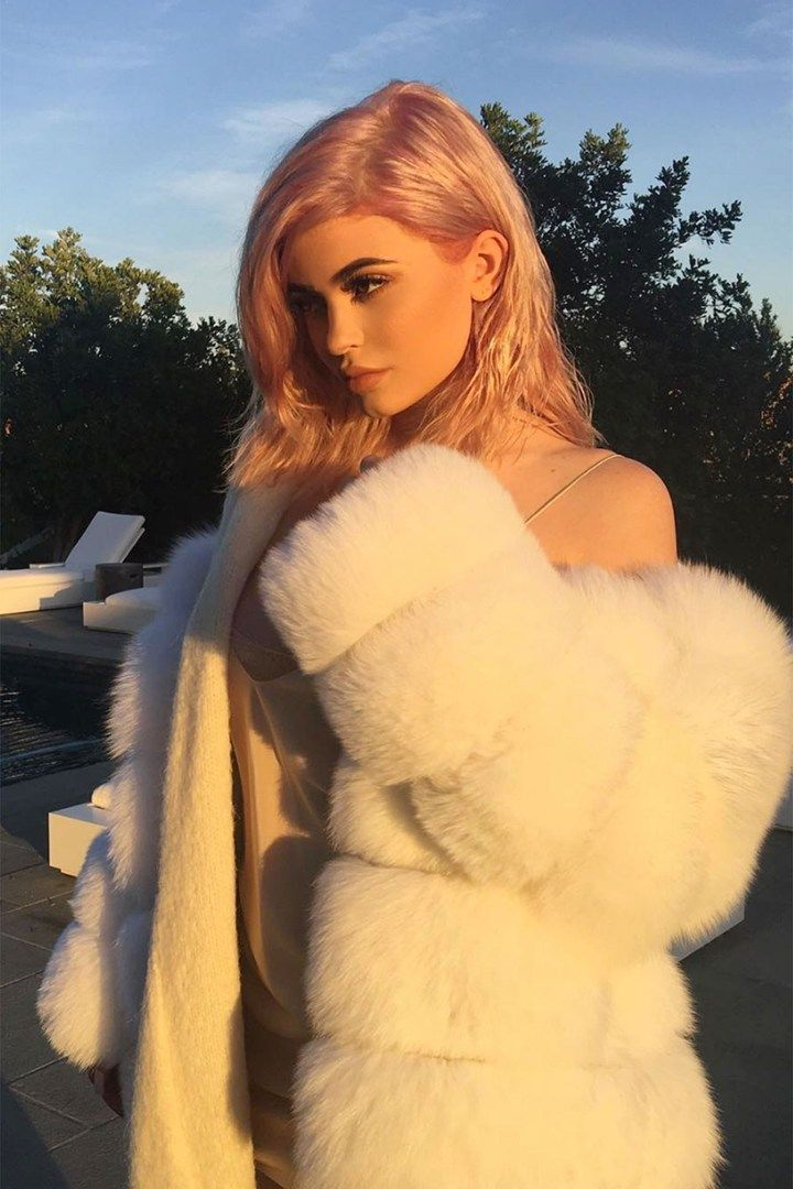 Kylie Jenner dyes her hair rose gold and we love it