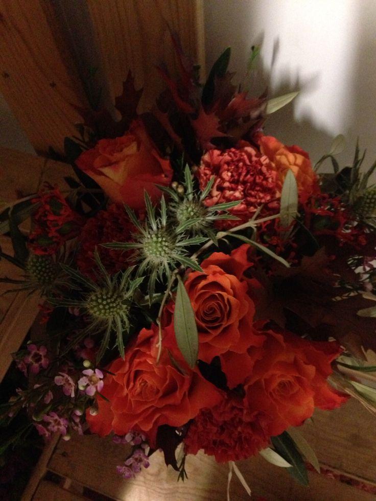 Lav bukett, oransje blomster. Litt dårlig bilde.