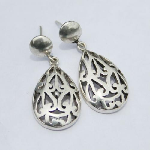Oval Shaped Sterling Silver Earrings  http://www.legendartbeads.com/product/collection-2012/animals-silver-earrings
