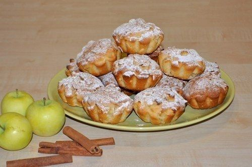 Фото к рецепту: Сочные яблочные кексы