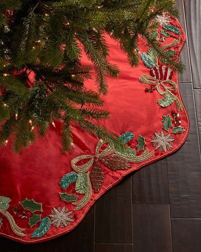 H8HR7 Kim Seybert Frosted Pine Christmas Tree Skirt