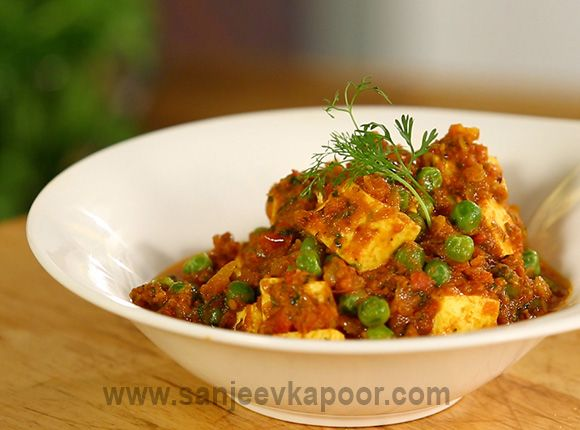 Matar Paneer - Paneer and green peas cooked in a flavourful onion tomato masala.