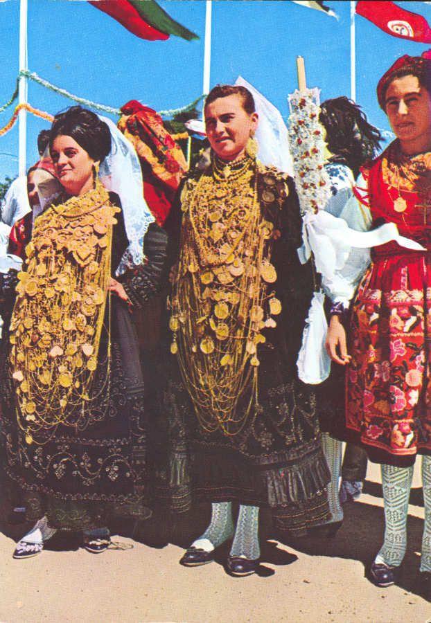 MINHO, PORTUGAL. Festa do traje. Raparigas(girls) de Cardielos
