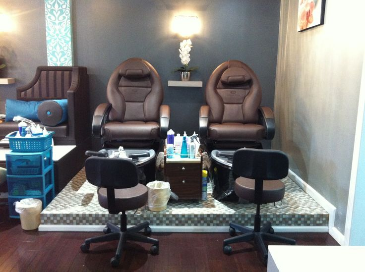 Air massaging pedicure chairs at the nail lounge avon ct