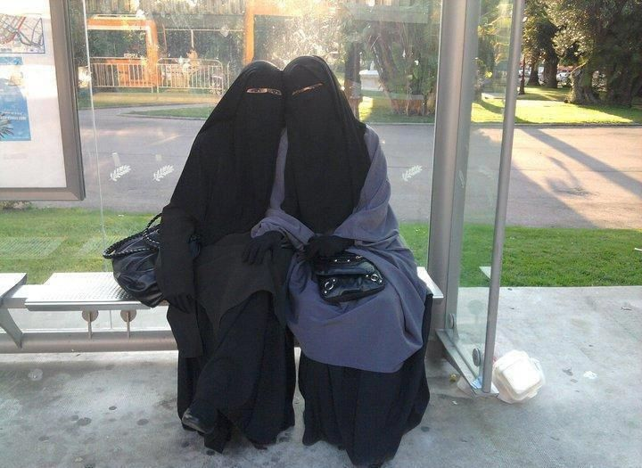 https://flic.kr/p/g73Myt | 2lovelyladies | 2 beautiful ladies in niqab.