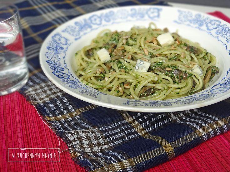 Spaghetti z pesto z rukoli z pieczarkami i gorgonzolą