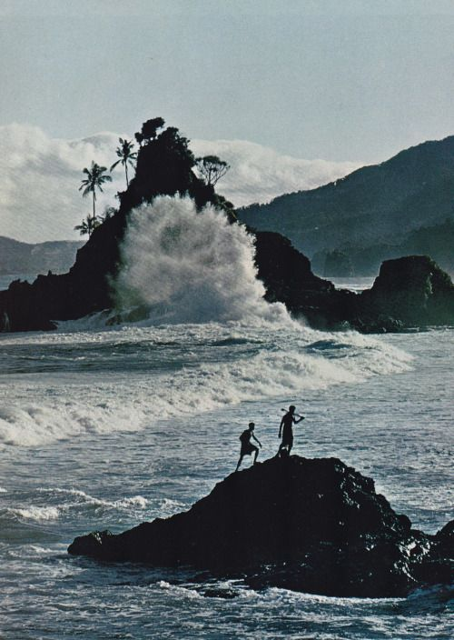 Isles of the South Pacific by Maurice Shadbolt and Olaf Ruhen  Published in 1968 by the National Geographic Society