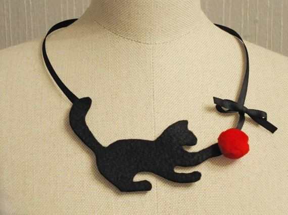 red felt fashion jewelry Amusing felt kitty - felt necklace.