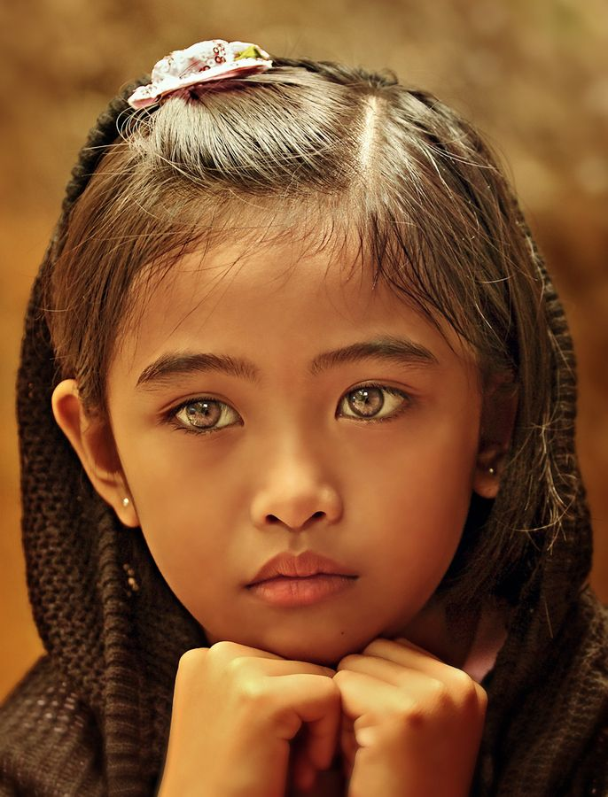 This young girl is not just cute, she has incredibly beautiful eyes ! Ivy by Gansforever Osman, via 500px