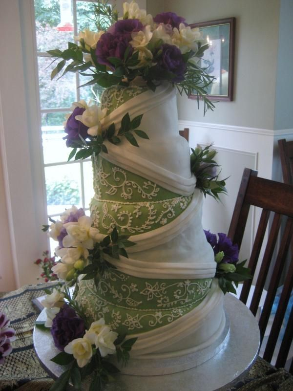 square wedding cake, 3 tier, light pale green ribbon   Wedding Cakes Pictures: Purple & Green Round Wedding Cakes