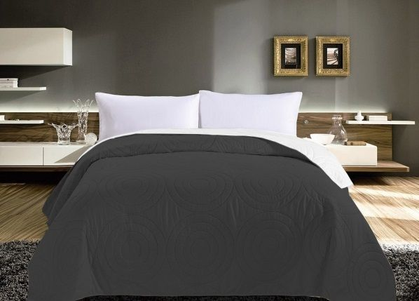 Tmavě šedé oboustranné přehozy na postel s kruhy
