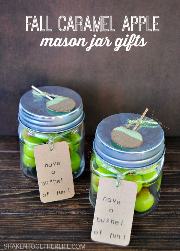 These Fall Caramel Apple Mason jar gifts are filled with caramel apple gumballs! These would be perfect for a hay ride, Fall festival or Autumn party!