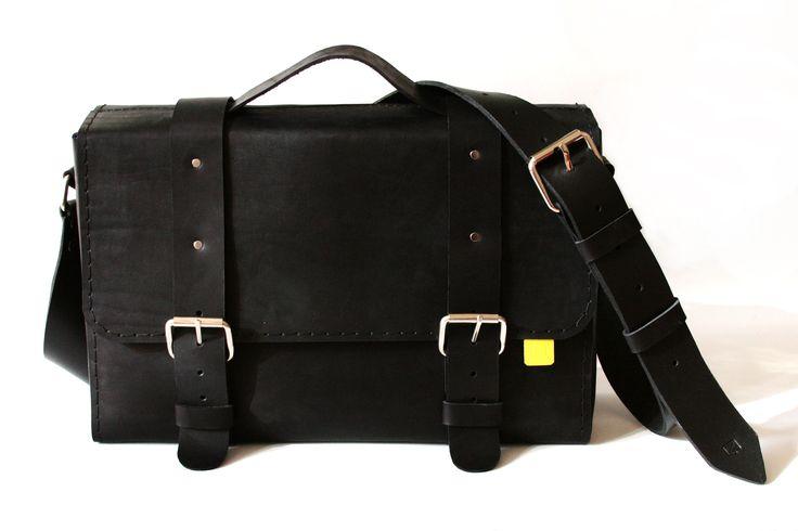 ZVINCA BLACK MESSENGER BAG
