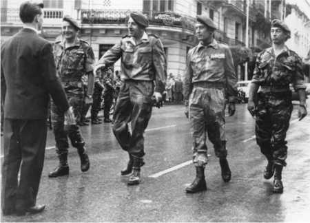 """De gauche à droite : Gal Marcel Bigeard Gal Jacques Massu - Col Roger TRINQIER Cne Paul Alain Léger (instigateur de la """"Bleuite)"""
