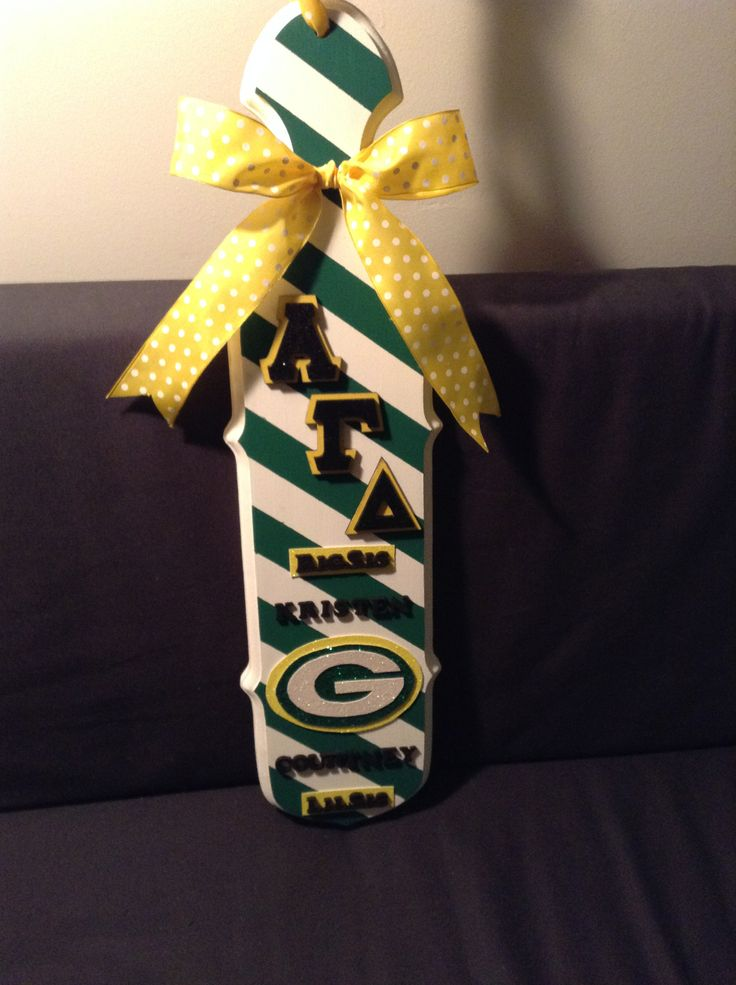 Greenbay Packers Alpha Gamma Delta Sorority paddle for my big! Made the Packers logo with glitter scrapbook paper, painted the paddle with acrylic, and finished it with a yellow bow.