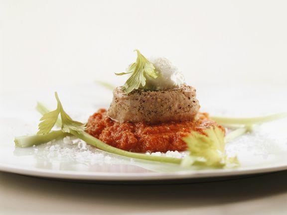 Kalsmedaillons auf Tomatenpüree ist ein Rezept mit frischen Zutaten aus der Kategorie Kalb. Probieren Sie dieses und weitere Rezepte von EAT SMARTER!