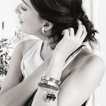 Anne-Marie Chagnon Collection 2015 Printemps-Été Boucles d'oreilles : Annie Bracelets : Judy - cuivre (2 x), Edna - brume --------------------------- 2015 Spring-Summer Collection  Earrings: Annie Bracelets: Judy - copper (2 x), Edna - fog