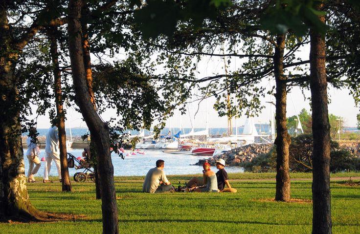 Kaivopuisto on koko pääkaupunkiseudun yhteinen tapahtuma- ja piknikpuisto [Niko Soveri]